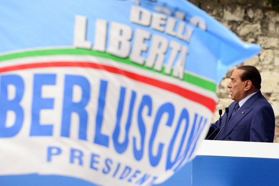 Silvio Berlusconi prononce un discours lors d'un rassemblement... (PHOTO OLIVIER MORIN, AFP)