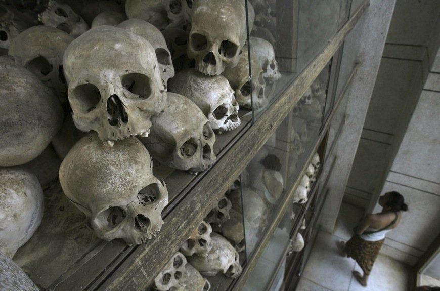 Des crânes des victimes des Khmers rouges exposés... (Photo Chor Sokunthea, Reuters)