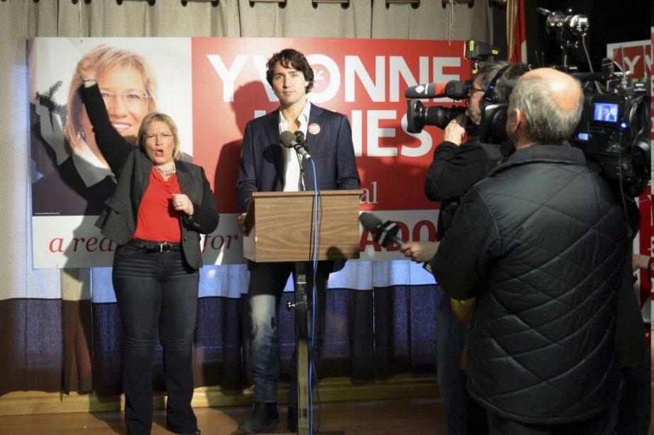 La candidate libérale Yvonne Jones et Justin Trudeau... (Photo Jenny McCarthy, PC)
