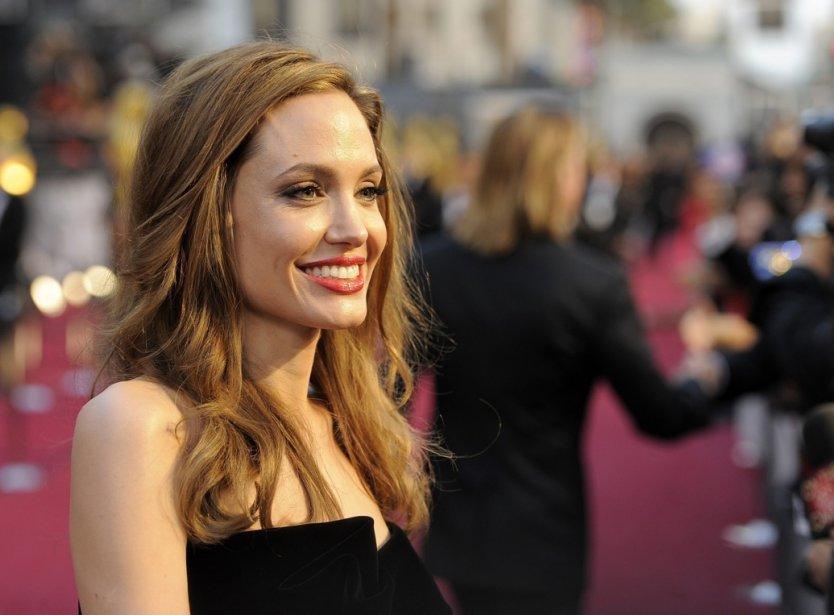 L'actrice Angelina Jolie sur le tapis rouge de... (Photo Chris Pizzello, archives Associated Press)