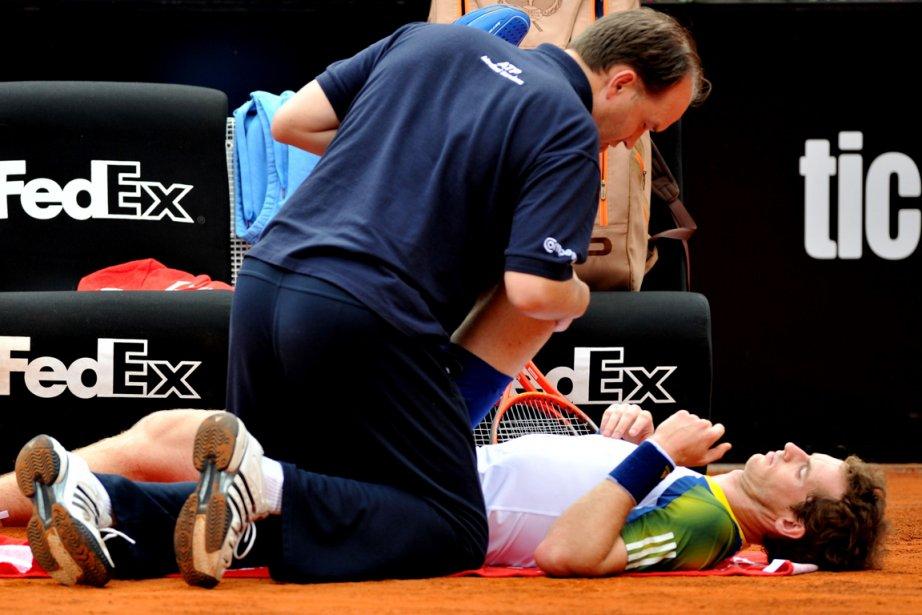 Andy Murray a dû recevoir des traitements du... (Photo Tiziana Fabi, AFP)