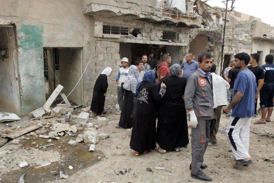 Des résidents sont massés près du lieu d'un... (Photo Ako Rasheed, Reuters)