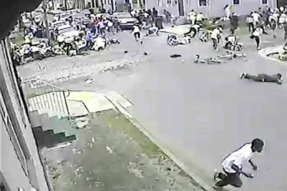 Une vidéo diffusée lundi montrait que la foule... (IMAGE REUTERS)