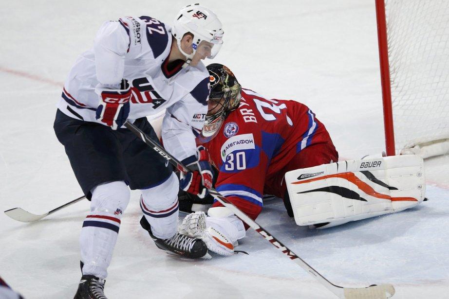 Alex Galchenyuk a déjoué le gardien russe Ilya... (Photo Grigory Dukor, Reuters)