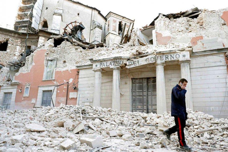 Le centre-ville de L'Aquila dévasté,... (PHOTO ALESSANDRO BIANCHI, AFP ARCHIVES)