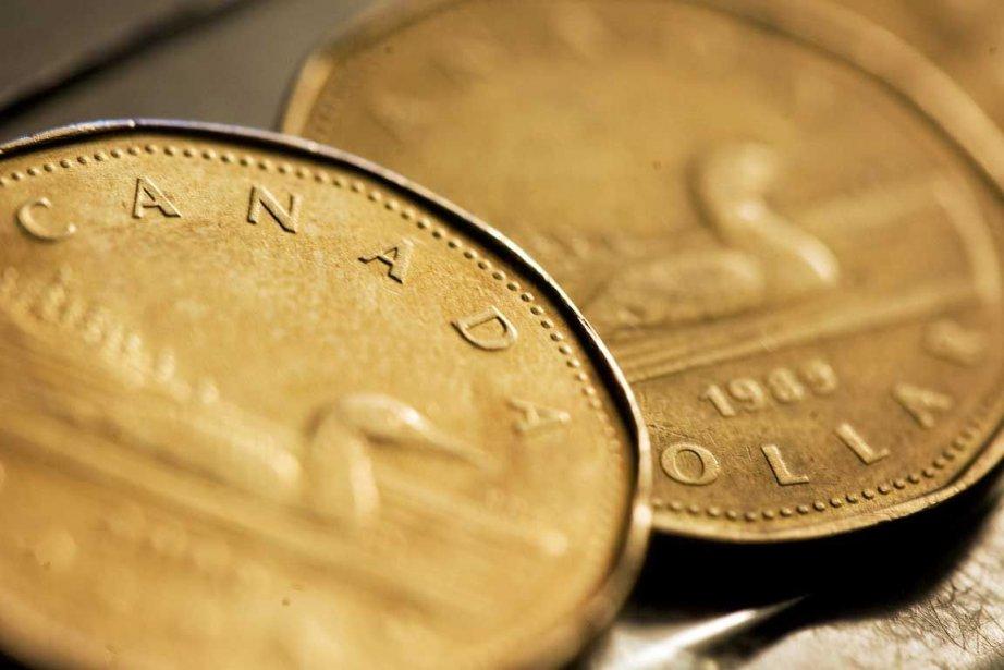 Le dollar canadien s'échangeait à 94,66 cents US à l'ouverture... (Photo Reuters)