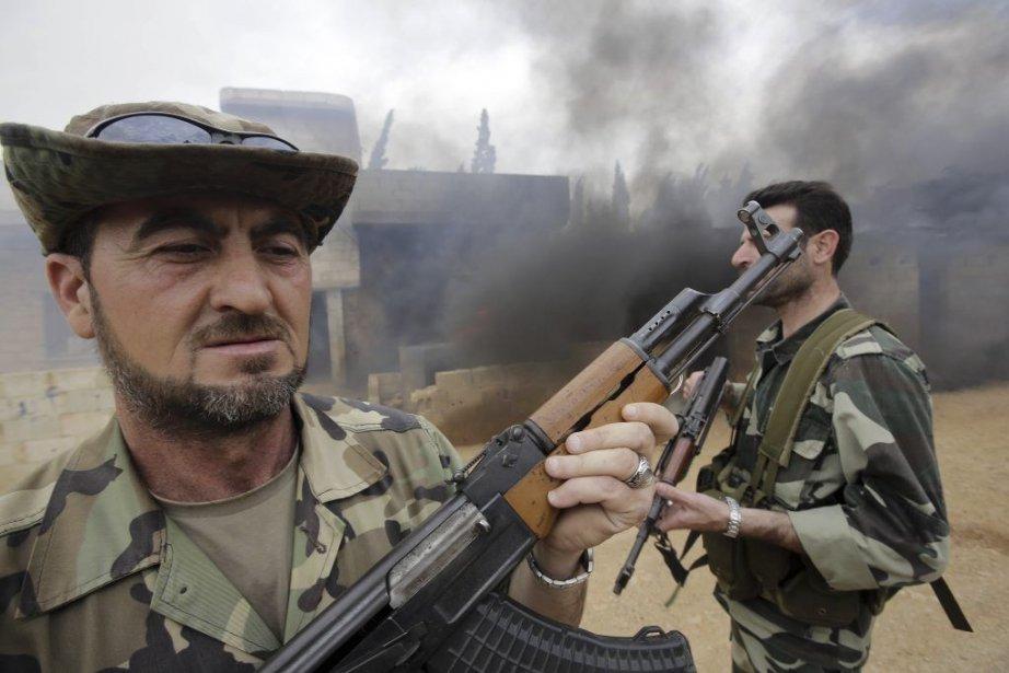 Des soldats de l'armée syrienne.... (Photo Joseph Eid, Agence France-Presse)