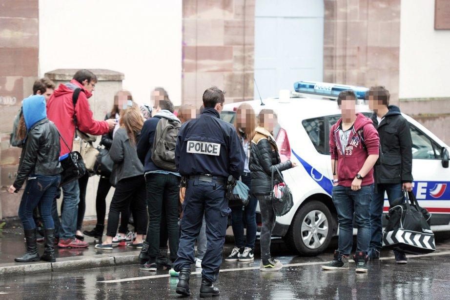 Plus de 750 policiers et gendarmes ont été... (PHOTO FREDERICK FLORIN, AFP)