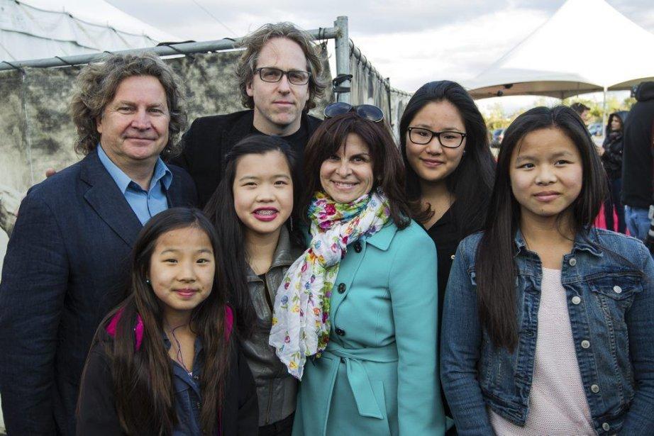Guylaine Tremblay, entourée de sa famille, Christian Lebel, Noémie, ... | 2013-05-17 00:00:00.000