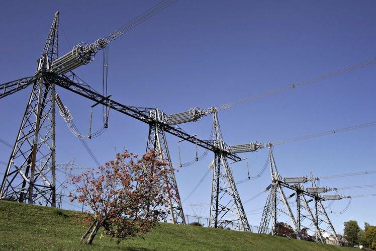 Alors que les surplus d'électricité... (Photo Archives La Presse Canadienne)