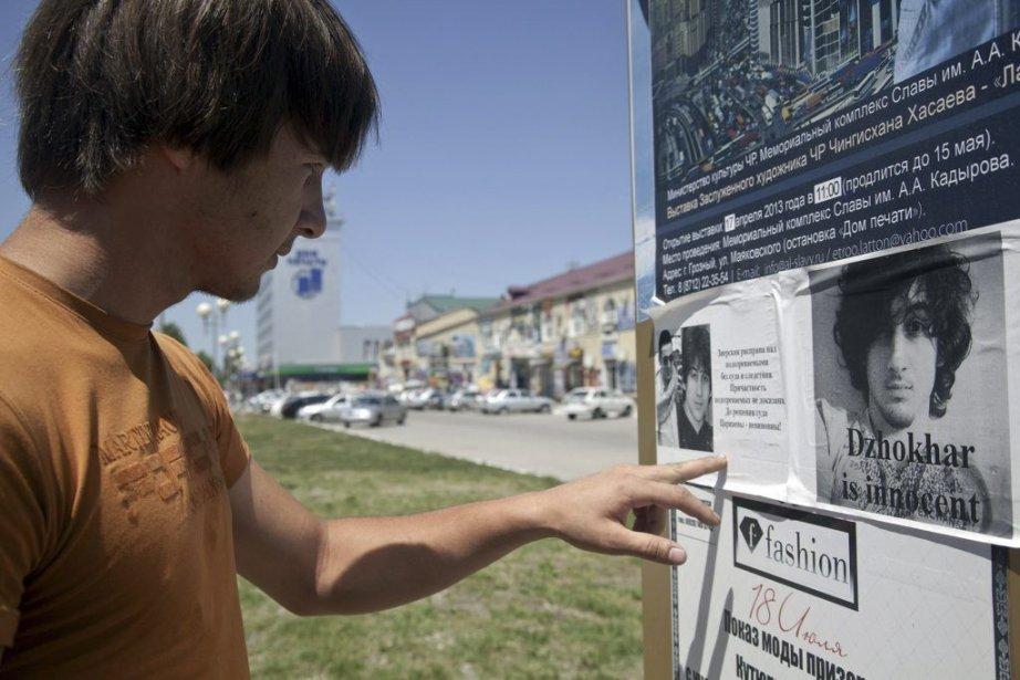 Des affiches à Grozny (Tchétchénie) plaident pour l'innocence... (PHOTO ELENA FITKULINA, AFP)
