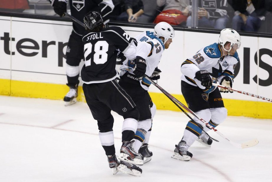 Raffi Torres (13) a été suspendu pour son... (Photo Danny Moloshok, Reuters)