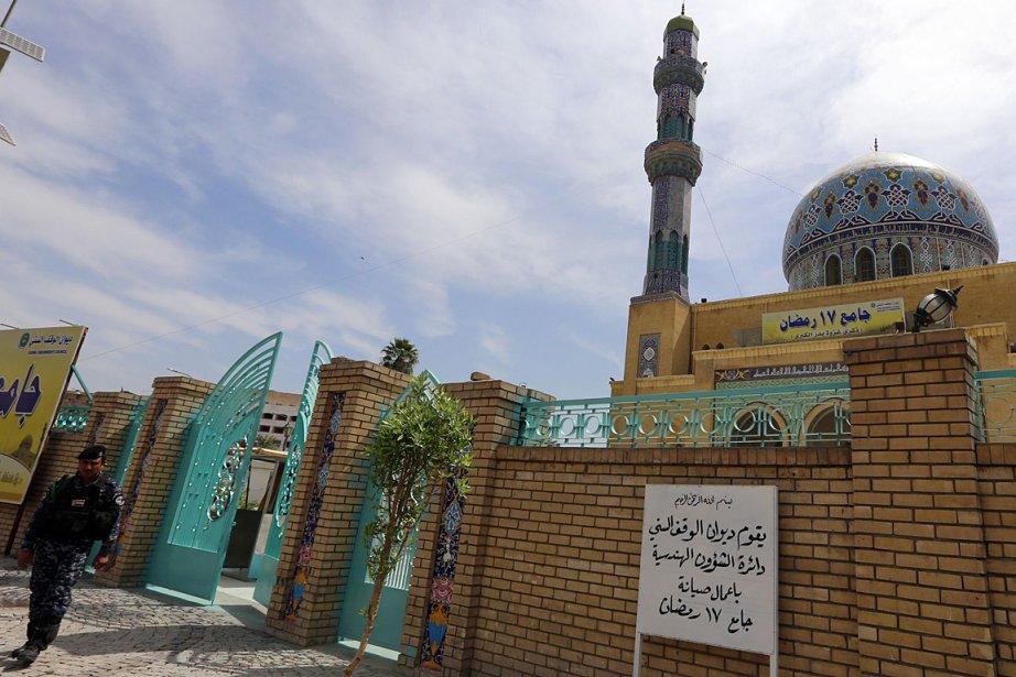 Un garde irakien devant une mosquée en Irak.... (Photo: AFP)