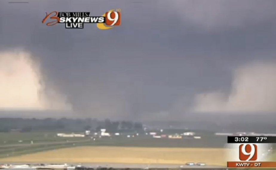 La tornade se dirigeant vers Oklahoma City, ce lundi après-midi,... | 2013-05-20 00:00:00.000