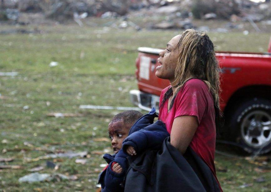Une femme et un enfant blessés à Moore. (Sue Ogrocki, AP)