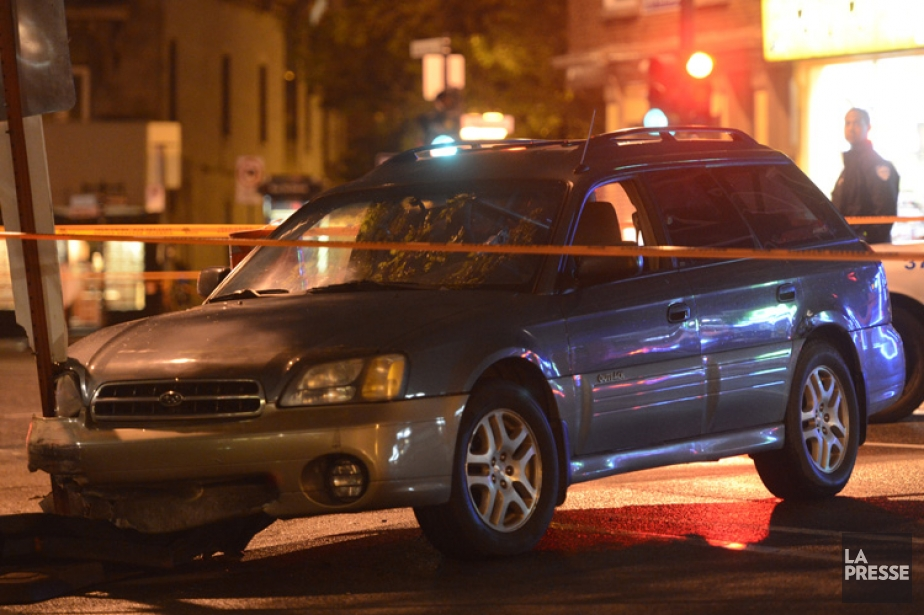 Le fuyard a perdu le contrôle à l'intersection... (Photo: Bernard Brault, La Presse)