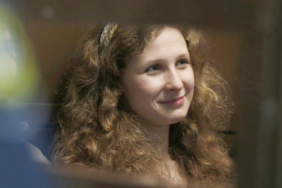Maria Alekhina est l'une des trois jeunes femmes... (PHOTO SERGEY PONOMAREV, AP)