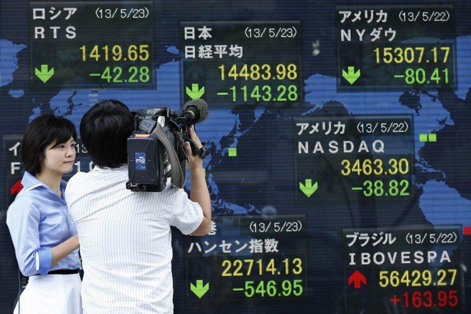 La Bourse de Tokyo a terminé jeudi en très forte baisse de 7,32% à... (Photo AFP)