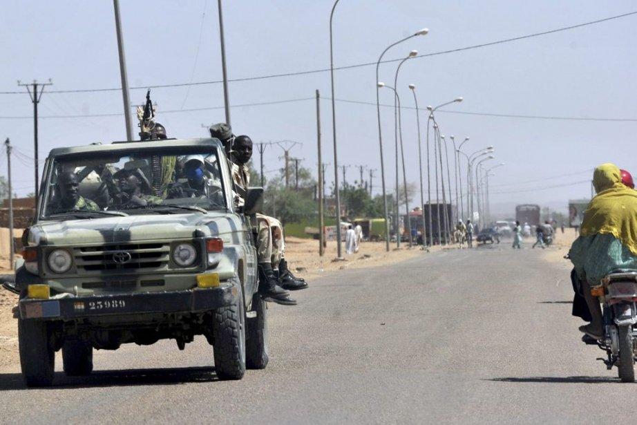 Des soldats de l'armée du Niger près d'Agadez.... (Photo Issouf Sanogo, Agence France-Presse)