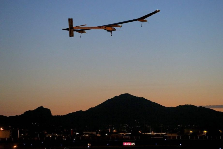 Solar Impulse au-dessus de Phoenix.... (Photo AP)