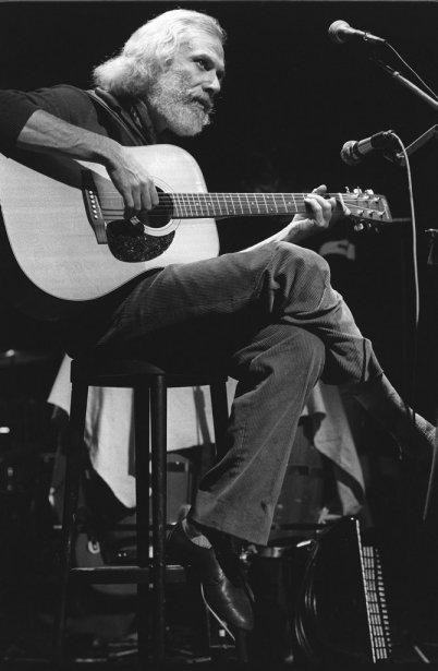 Georges Moustaki en concert à Paris en novembre 1982. | 23 mai 2013