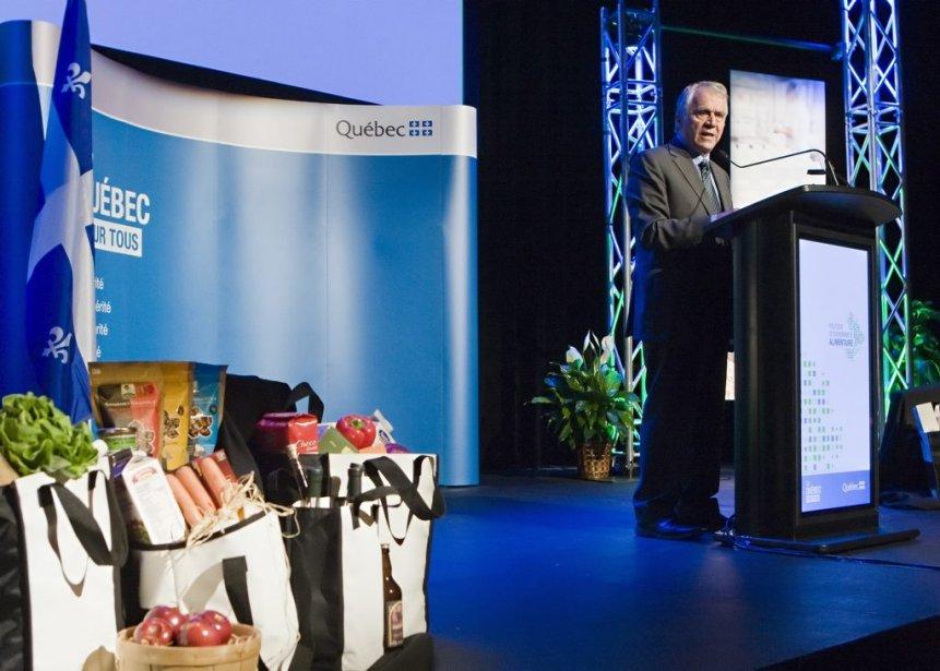 Le ministre François Gendron, dévoilant la politique agroalimentaire... (Photo Clément Allard, La Presse canadienne)