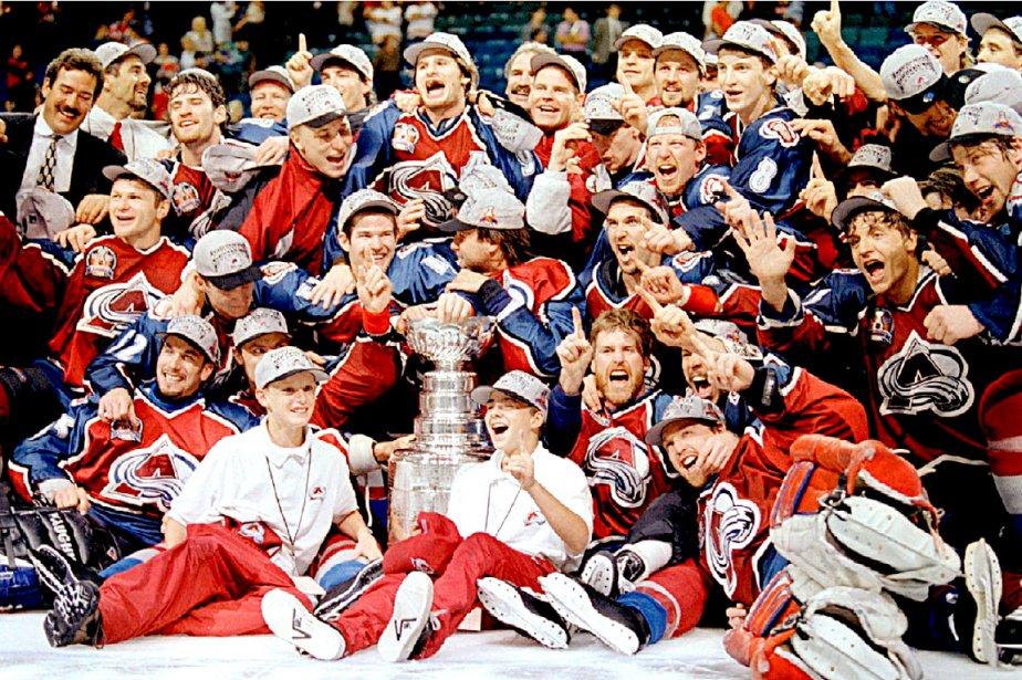 Patrick Roy (au premier rang à droite) et ses coéquipiers de l'Avalanche du Colorado, gagnants de la Coupe Stanley en 1996 (Photothèque Le Soleil)