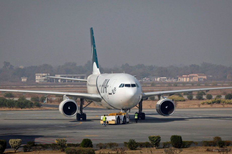 Un avion de ligne de la compagnie Pakistan... (PHOTO MOSHIN RAZA, ARCHIVES REUTERS)