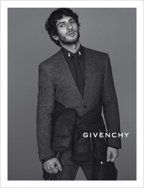 Quim Gutiérrez pour Givenchy (Photo fournie par Givenchy - Mert & Marcus)
