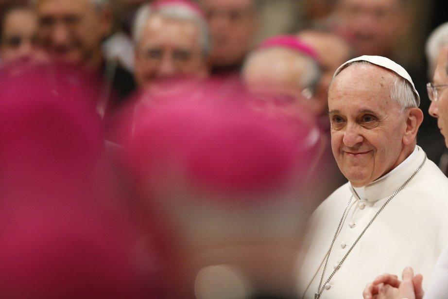 Le pape François blâme souvent la richesse et... (PHOTO TONY GENTILE, REUTERS)