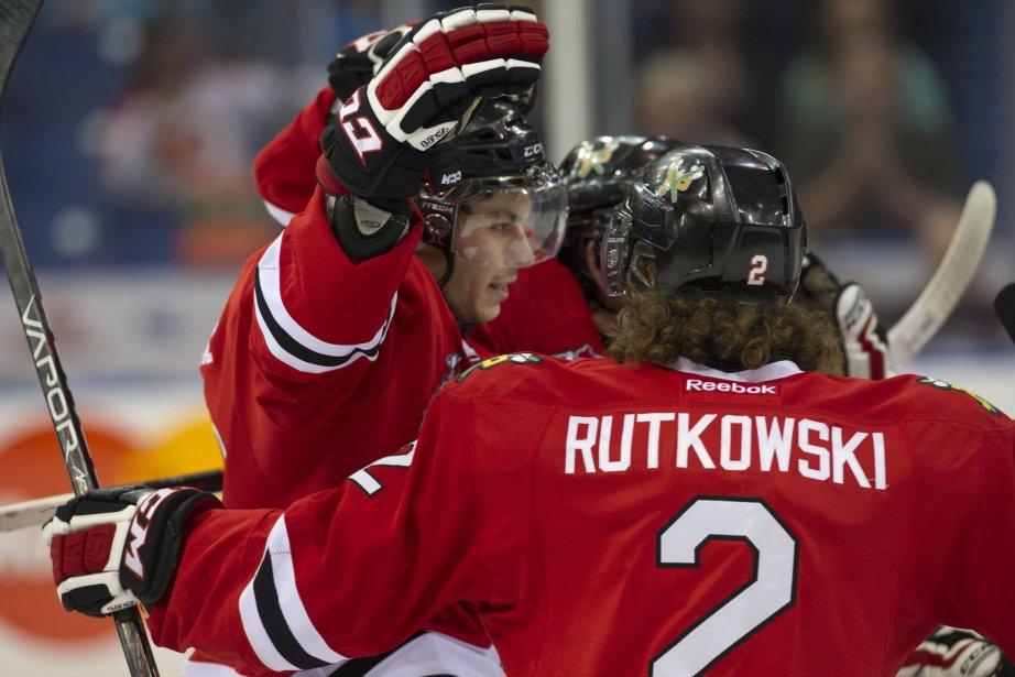 Ty Rattie et le défenseur Troy Rutkowski célèbrent...