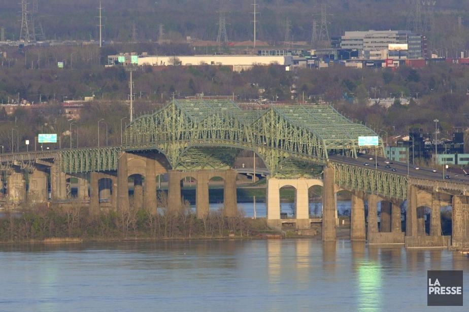 Les auteurs de l'étude sur le futur pont... (Photo Bernard Brault, Archives La Presse)