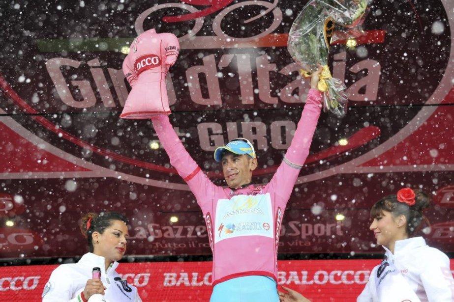 La neige a perturbé le Giro d'Italie.... (Photo Gian Mattia D'Alberto, Associated Press)