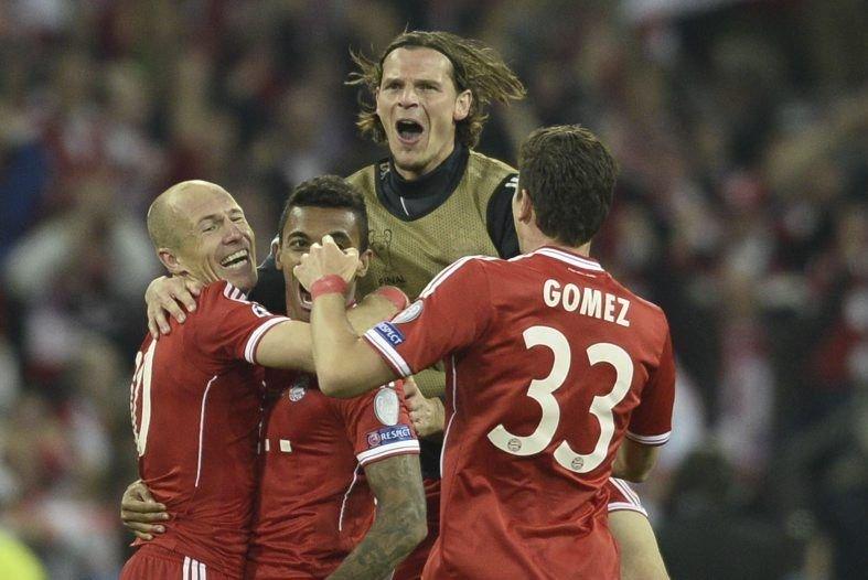 Les joueurs de Bayern Munich célèbrent leur victoire.... (PHOTO ADRIAN DENNIS, AFP)