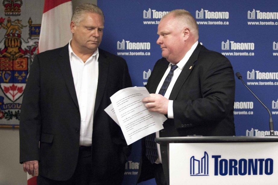 Doug Ford (à gauche, avec son frère) a... (Photo : Brett Gundlock, archives Reuters)