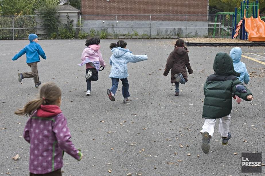 L'objectif est d'embellir les cours d'école de l'ensemble... (Photo: David Boily, Archives La Presse)