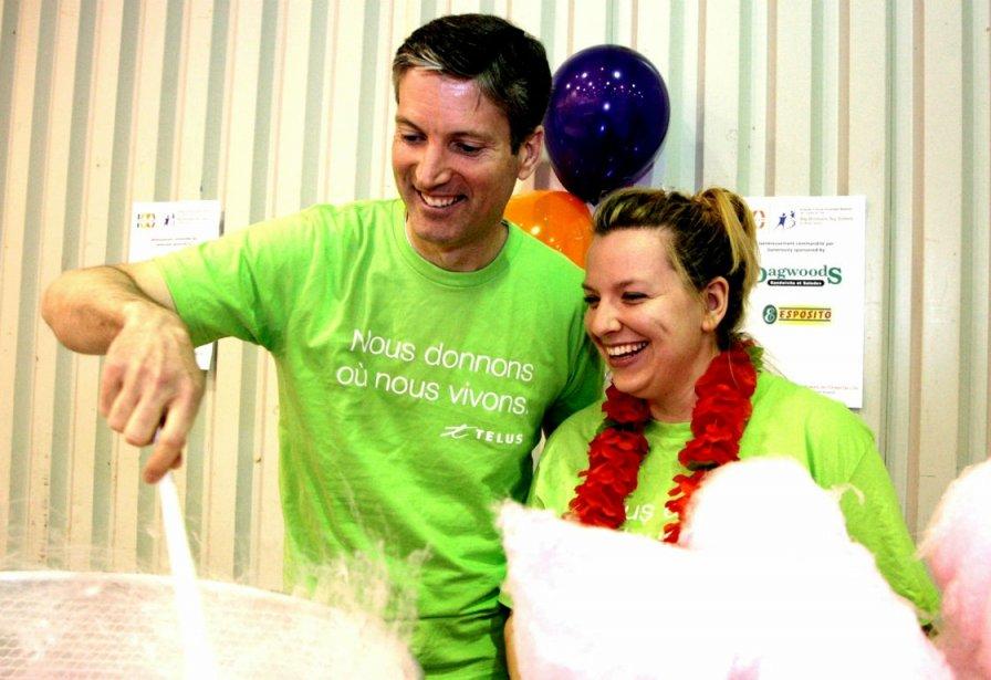 François Gratton et Sarah Hargrave, bénévole de TELUS....