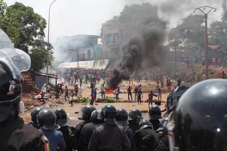 Ces violences «quasi quotidiennes» depuis jeudi «ont outrancièrement... (Photo: AP)