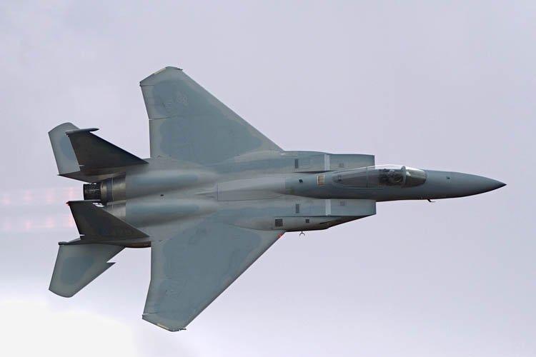 Un chasseur américain F-15 est tombé en mer mardi au large de... (Photo: AFP)
