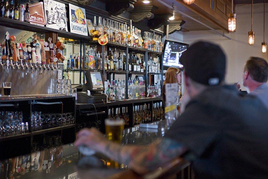 Whisky et bière dans une ambiance festive au Rackhouse Pub. | 28 mai 2013