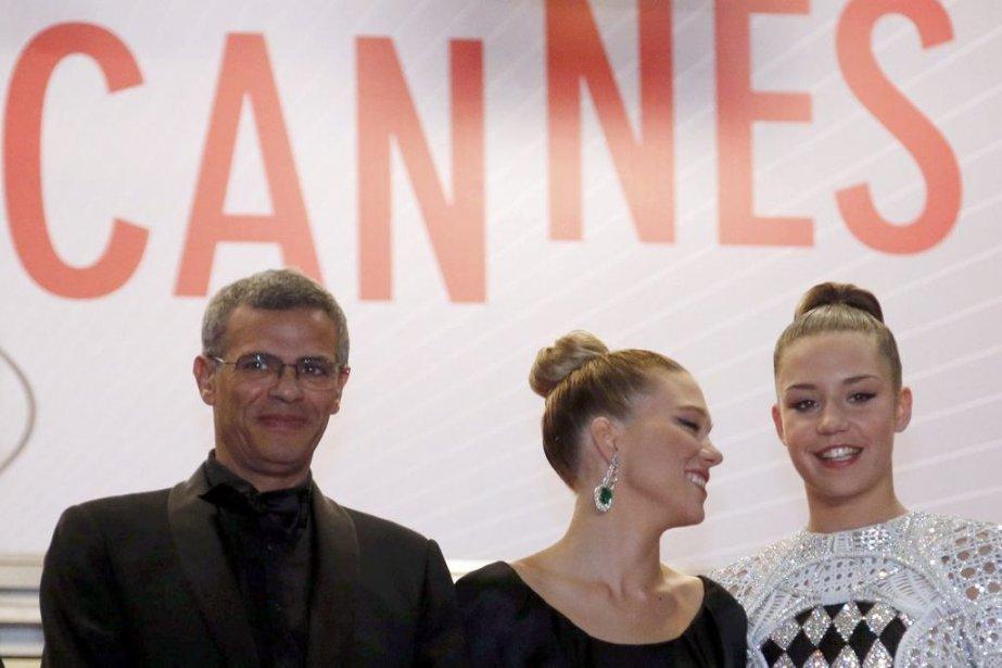 Le réalisateur Abdellatif Kechiche et les actrices Lea... (PHOTO REGIS DUVIGNAU, REUTERS)