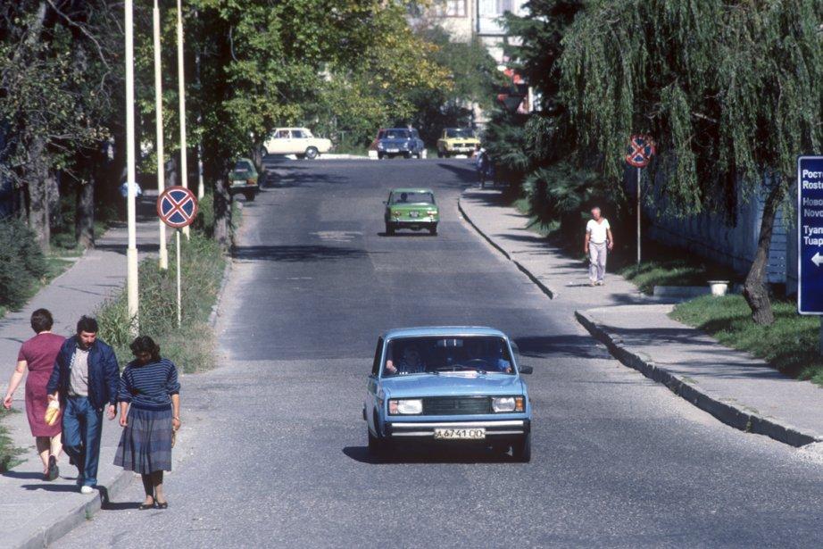 Véritables symboles soviétiques, des voitures Lada déambulaient un peu partout dans les rues. (PHOTO BERNARD BRAULT, LA PRESSE)