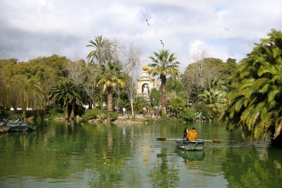 Au parc de la Ciutadella, les romantiques peuvent... (PHOTO MICHEL LALBERTÉ, COLLABORATION SPÉCIALE)