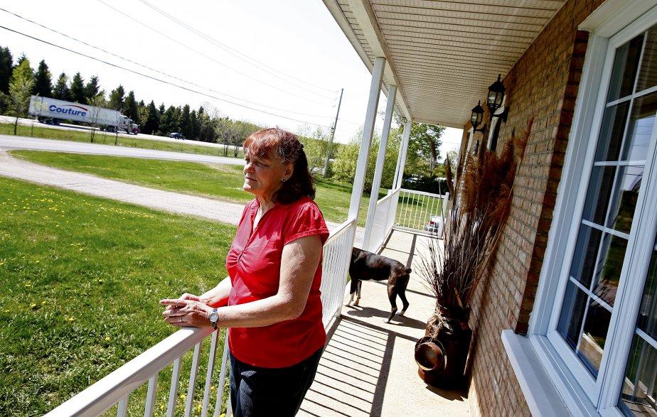 Anne Martel se souvient de la construction de l'autoroute qui a forcé le déplacement de sa maison de Neuville, il y a près de 40 ans. (Photo Yann Doublet, Le Soleil)