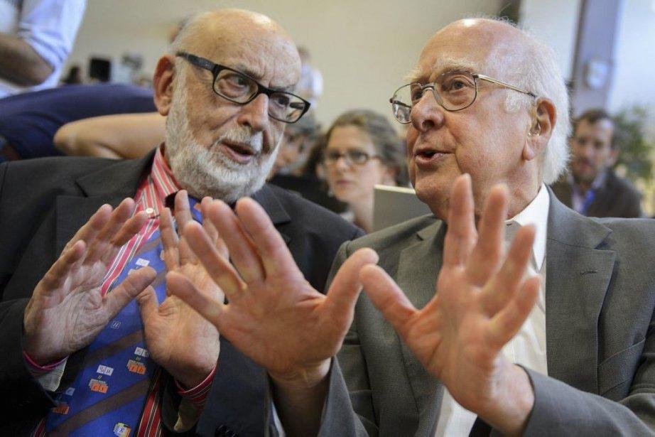 Les physiciens François Englert et Peter Higgs, en... (Photo Fabrice Coffrini, Agence France-Presse)