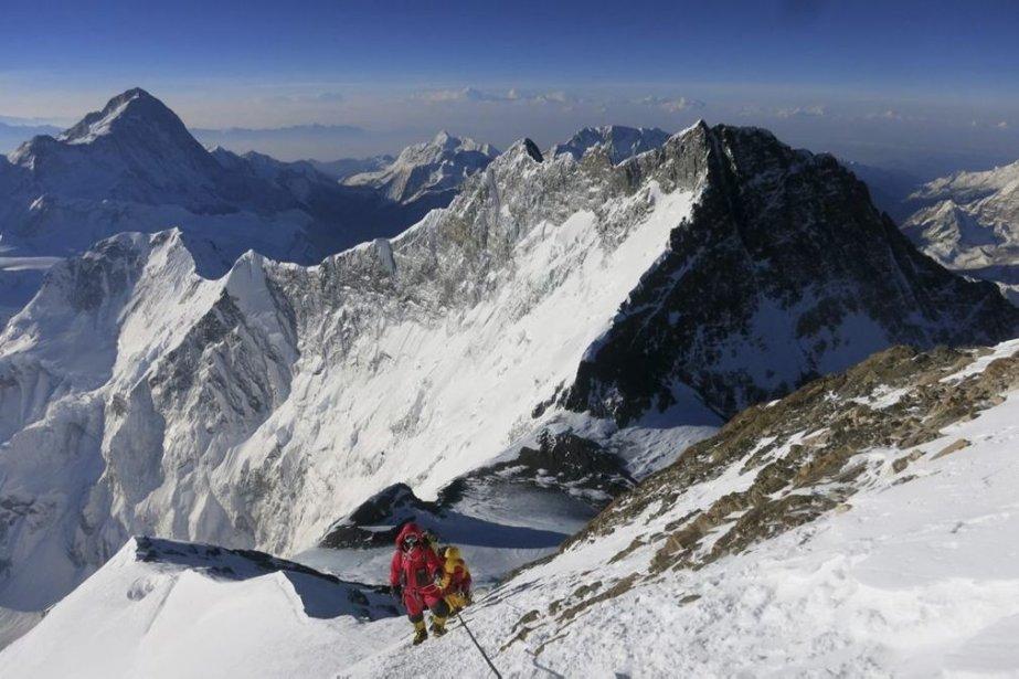 Le guide Adrian Ballinger sur le Mont Everest... (PHOTO ADRIAN BALLINGER, AP)