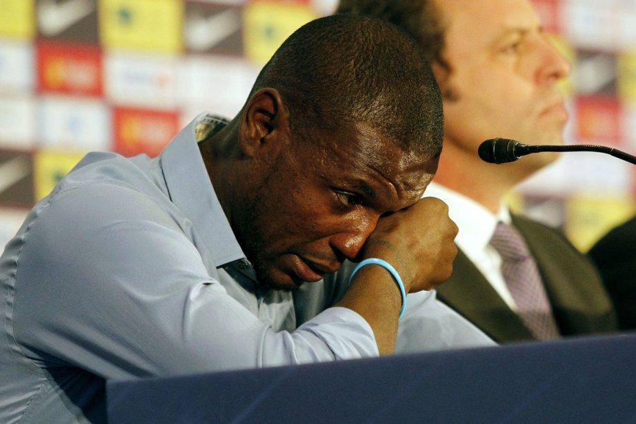 Eric Abidal n'a pu retenir ses larmes durant... (Photo Quique Garcia, AFP)