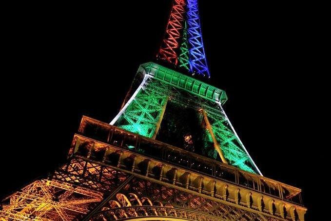 La Tour Eiffel Revêt Les Couleurs Sud Africaines