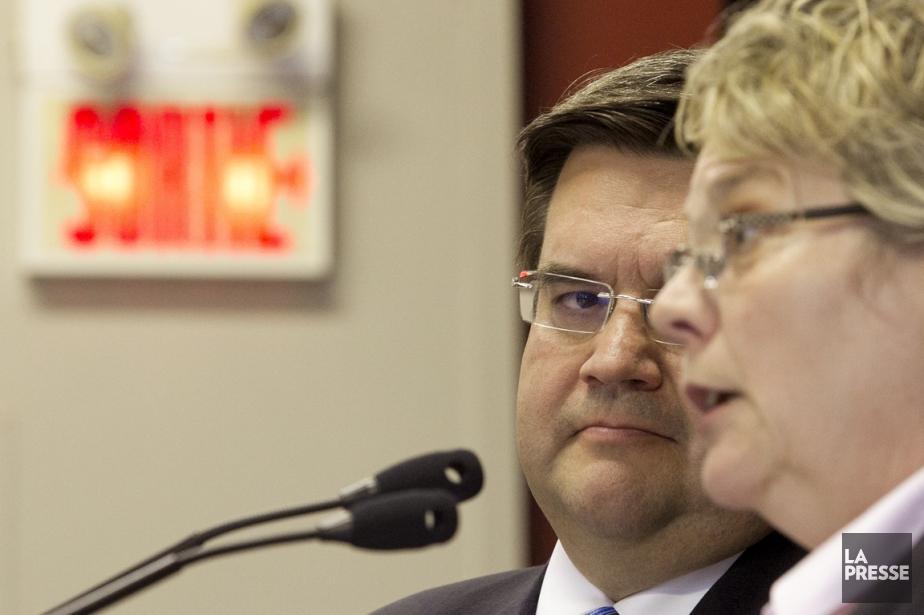 Denis Coderre a annoncé hier que la mairesse... (Photo Hugo-Sébastien Aubert, La Presse)