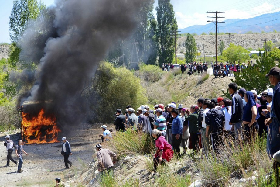 Pour les manifestants, la mine de Kumtor exploitée... (PHOTO ABYLAY SARALAYEV, AP)